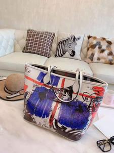 يصمم المصمم حقائب تسوق كلاسيكية ذات جودة عالية ، وحقيبة يد تحمل على الكتف ذات تصميم خاص على الجدران ، مقاس 32 * 28