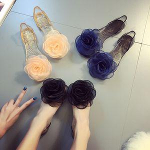جديد صنادل الصيف الإناث روز الزهور شفافة الكريستال أسفل هلام الأحذية النسائية الأحذية الفم الأحذية المسطحة الرمال النعال الشاطئ بارد 35-40