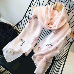 2019 Frühling und Sommer neue Mode Luxus Frauen Seidenschal Schmetterlingsdruck Schals in Europa und den Vereinigten Staaten Stil wie verkaufen