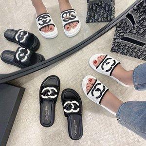 2020 New Arrival Chinelos Womens Flats Couro Flip Flops Designer Ladies Slides Verão Sandals Calçados Femininos