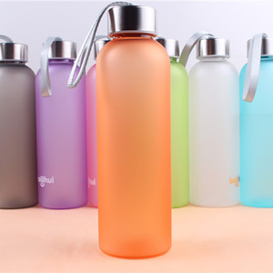 Botella de agua recta de color de caramelo portátil BPA de plástico congelado BPA libre translúcido a prueba de fugas de fugas con cuerda