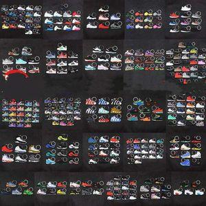 Mini supporto della scarpa da tennis del silicone Portachiavi Donna Uomo Bambini Portachiavi regalo chiave di fascino del sacchetto Accessori Scarpe da basket Portachiavi zdl0226.
