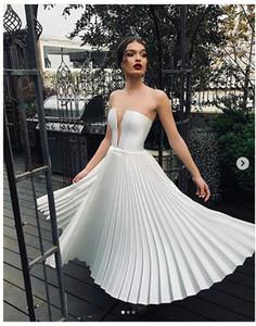 2019 Vintage Amoureux Satin Une Ligne Robes De Mariée Ruched Genou Longueur Court Bohême Robes De Mariée De Mariée robe de mariée