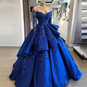 놀라운 레이스 볼 가운 웨딩 드레스 어깨 파란색 긴 소매 신부 가운 계층화 된 청소 기차 새틴 가운 드 mariée