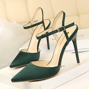 Venta caliente- punta estrecha tacones altos verano tacones zapatos de noche negro bombas fetiche tacones altos chaussure femme sapatos feminino talon