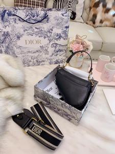 20 Whith коробки Марка Chest сумка высокого качества LUXURY Leisure мешки плеча Fanny Pack Женщины Desinger Открытый сумка талии обновления свободный корабль B104719Y