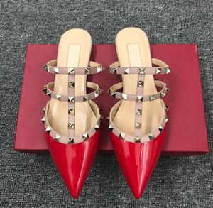 2019 femmes chaussures à talons hauts sandales plates design luxe V été Mocassins en cuir de haute qualité rivets chaussures plates pantoufles