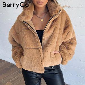 BerryGo Kalın kabarık taklit kürk ceket kadınlar Casual fermuar yumuşak kadın kışlık mont Sahte kürk streetwear bayan ceketleri T200106 dış giyim