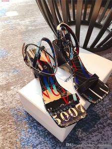 Yeni stil sandal Renk baskılı alfabe sandal Sokak moda kare ağız kadın ayakkabı Boyutu 35-39 içinde Sıcak satış