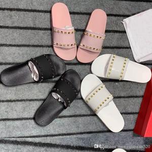 Mode De Luxe Designer Femmes Pantoufles Sandales Dames Plage Pantoufle Marée Homme Rivet Stud Pantoufles Non-slip En Cuir Hommes Casual Pointes Chaussures