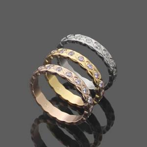 de acero de Europa América del estilo de los hombres de señora Women titanio 18K grabado rombo tela escocesa de Configuración de diamante amantes Reduzca suenan tamaño US5-US9