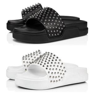 2020 christian louboutin Rotunterseiten Männer Pantoffeln Mode Luxus-Designer-Dias dreifach schwarz weiß Spitzen der Männer flache Flipflopsandelholze Strandhotel Plattform