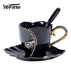 Diamanti YEFINE design tazza di caffè creativa amanti del regalo Tea Cups 3D Tazze in ceramica con strass Tazze decorazione e piattini CX200706