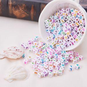 100 peças / lote 6mm cubo de acrílico made contas letra branca Beads alfabeto com letras coloridas para DIY pulseiras e colares