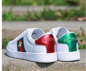 Q6 2019 Herbst New Männer-Frauen-beiläufige kleine weiße Schuhe Ace Stickerei Kleine Biene Männer Frauen Zapatillas Wanderschuhe Größe 36-44