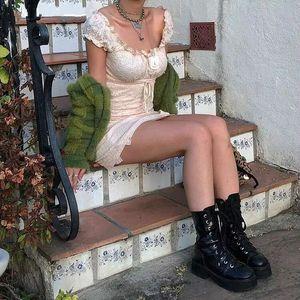 Retro Girl Lolita Lace Ruffled Puff vestido de manga Moda apertado Mini vestidos de cintura alta orelha de madeira bonito vestido