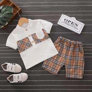 아기 남자와 여자 디자이너 T 셔츠와 반바지 정장 브랜드 운동복 2 PCS 정장 어린이 의류 세트 핫 판매 패션 여름 어린이