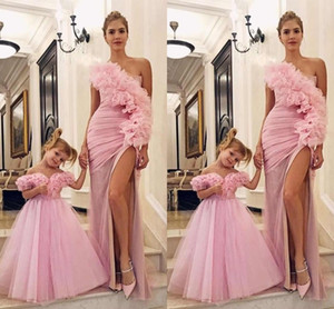 2020 Yeni Sevimli Anne Ve Kızı Pembe Çiçek Kız Elbise Düğün Kapalı Omuz Çiçekler Kızlar Pageant Elbise Balo Çocuklar Cemaati