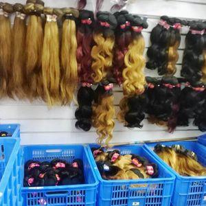 Großhandel billig ombre Menschenhaar natürliche reine peruanische remy 10pcs / lot der Körperwelle oder gerade