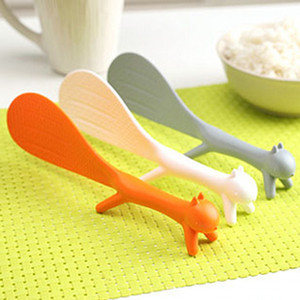 Promozionale unico all'ingrosso animale bello creativo Rice Spoon Squirrel forma può stand antiaderente Desk plastica Rice Spoon DH0044