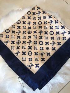 2020 cheveux sentiment de soie des femmes de luxe cou foulards carrés de bureau de marque d'impression Hotel Serveur 70 * Flight Attendants 70cm