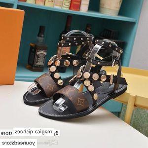 Womens Designer Slippers Summer Beach Black Brown Leather Slides Indoor Dress Sandals Lady Designers Wide Flat Slipper