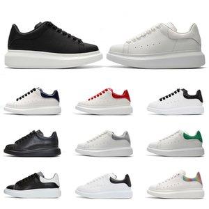 Plataforma Sneakers Homens Mulheres Sapatos casuais Chaussures Triplo Preto Branco Camurça Couro Sports Sneakers Venda Online