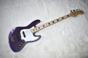 Factory Custom Metal Purple 4 cuerdas Bajo eléctrico con diapasón de arce, Pickguard blanco, Inlay de bloque negro, se puede personalizar