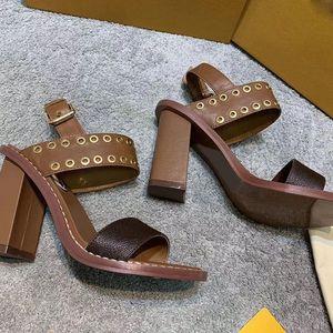 Moda grande pelle di alta qualità suola calda PASSEGGERO SANDALO Sandali da donna Sandali di lusso scarpe di cuoio Tacchi donne con la scatola
