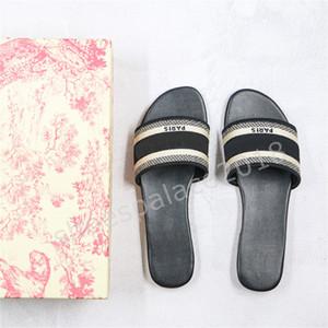 París desgastes para mujer Zapatillas de verano sandalias de playa diapositivas de las señoras de las chancletas los zapatos de los holgazanes atractivo Multicolors florales bordados