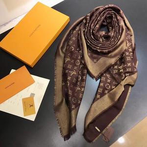 Nuevo Bufanda de marca clásica Bufanda de moda para mujer Bufanda de seda de lujo Lamé Bufandas Bufanda cuadrada de cuatro estaciones Chal de mujer Tamaño 140x140cm