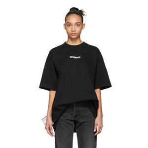 لربيع وصيف 2019 Vetements فاخر شعار الصغيرة عالية الجودة التي شيرت أزياء الرجال والنساء جانبية كبيرة غسل تسمية T القطن القميص عادية المحملة الأعلى