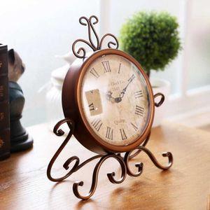 Relojes de escritorio de hierro antiguo Europa Relojes domésticos Manualidades Retro Nostálgico Reloj silencioso Adornos Decoraciones para el hogar Muebles antiguos