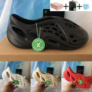 New Designer shoes Kanye Foam Runner Triple Black White Platform Sandal Bong White Total Red Fashion Men Women sandale slipper With Stockx