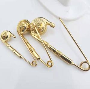 Une variété de styles de définir épinglette dames Broche tête beauté de luxe Broche lettre métal accessoires bijoux de mode partie