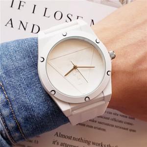 Toptan! Erkek spor silikon saatler severlerin izle Bayanlar moda casual kuvars saat bayan lüks İzle montres