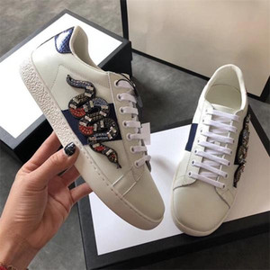 Gerçek Deri Flats Tasarımcı Marka Sneakers Erkekler Kadınlar Klasik Günlük Ayakkabılar Python Kaplan Arı Çiçek İşlemeli Horoz Aşk Sneakers ile Kutusu