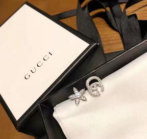 yeni stil küpe yönlü asimetrik kulak Çıtçıt S925 gümüş çiçek harfler asimetrik elmas seti satan