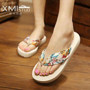 Summer de la nueva cuña de satén bohemio con cuñas antideslizantes chanclas chanclas de playa sandalias y zapatillas de las mujeres al por mayor versión coreana