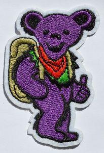 Автостопом Пешие прогулки Танцующий медведь патч вышитые железо на заплатах Благодарные мертвецы Purple Bears (размер около 5 см * 7,5 см)