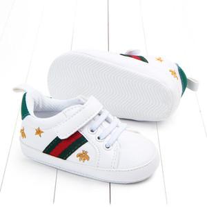 Kinder-Designer Sneaker Luxus Breathable Ineinander greifen Erste Wanderer Turnschuhe Marke Brief weichen Baby-flache Schuhe für Outdoor-10 Styles