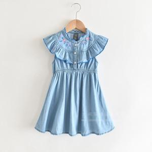Девушки цветочные вышитые большой falbala платье лето новые дети рябить воротник хлопок жилет плиссированные платья дети мягкие джинсовые платья A2504