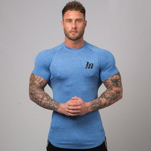 New Men Compression Футболки Jogger Спортивные Тощий Tee Shirt Мужчины Спортивные клубы Фитнес Бодибилдинг тренировки Black Tops одежды