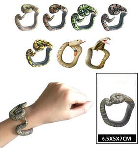 Articoli da regalo Bambini divertenti della novità di Halloween Spoof Spoofing serpente giocattolo Wrapable Arm Python Snake Bracciale modello di simulazione degli animali Gag Toys XHCFYZ130
