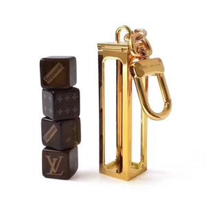 Diseñador de moda de lujo de la letra Llavero dados Combinación Hombres Mujeres del partido llavero de metal diseño del regalo de la llave del coche de la marca titular de la clave de alta calidad