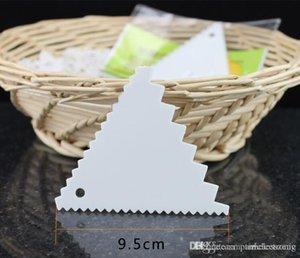testere dişi ile kazıyıcı pişirme Üçgeni'nin kazıyıcı Plastik üçgen kazıyıcı bıçak Gıda sınıfı PP malzeme kremalı kek
