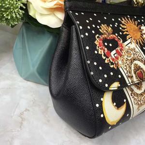 Designer- Vintage-Druck Tasche European-Station Baonu 2019 neue Gezeiten europäische Waren schräge Lady Bag Rucksack mit doppeltem Zweck