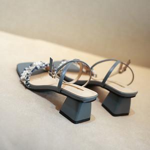 أحذية النساء الصندل كوفان 2020 جديدة صيفية الجنية طراز High Heble Chunky Team Square Equel Ins أزياء