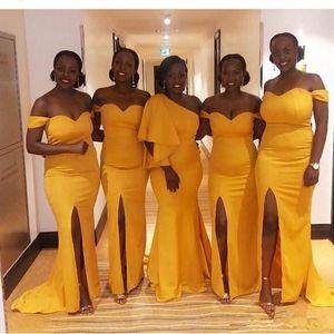 Gelbe afrikanische Meerjungfrau Brautjungfernkleider 2019 Side Split Sweep Zug Garten Land Strand Hochzeitsgast Kleider Brautjungfer