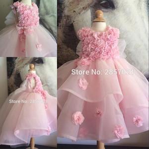 Abito da ragazza di fiore in organza rosa Abiti Primera Comunion Para Ninas 2020 Perle di petali Perline Abito da ballo Abiti da spettacolo per ragazze